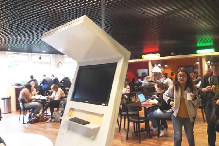 Компьютер в библиотеке Hanze University of Applied Sciences