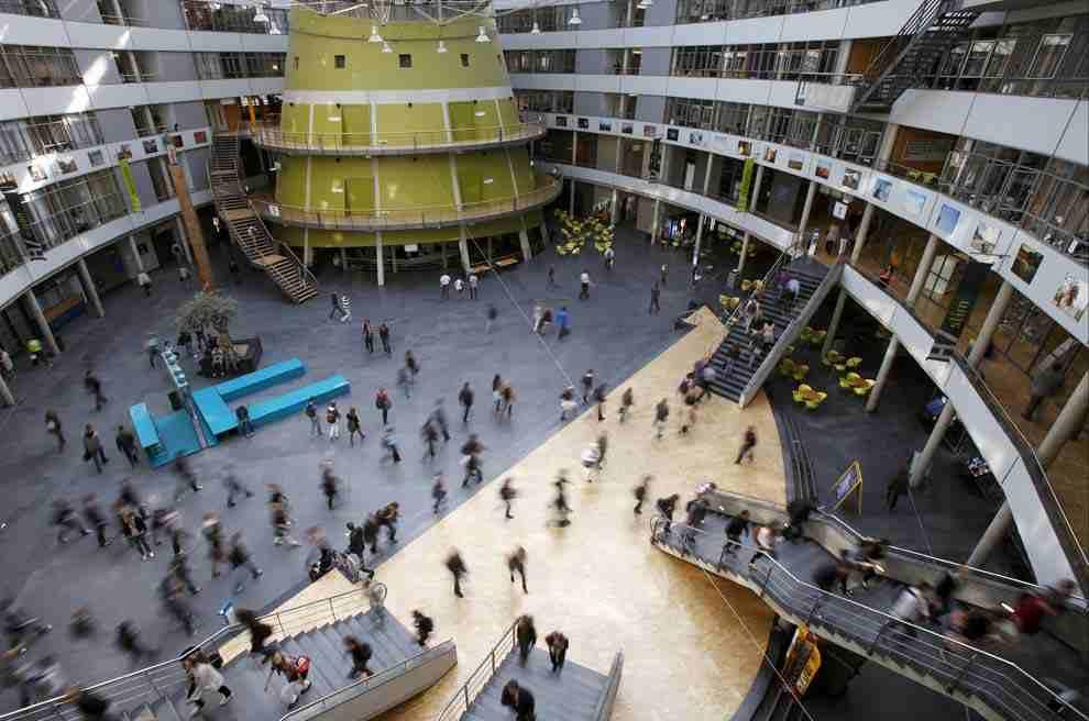 В университете The Hague University of Applied Sciences