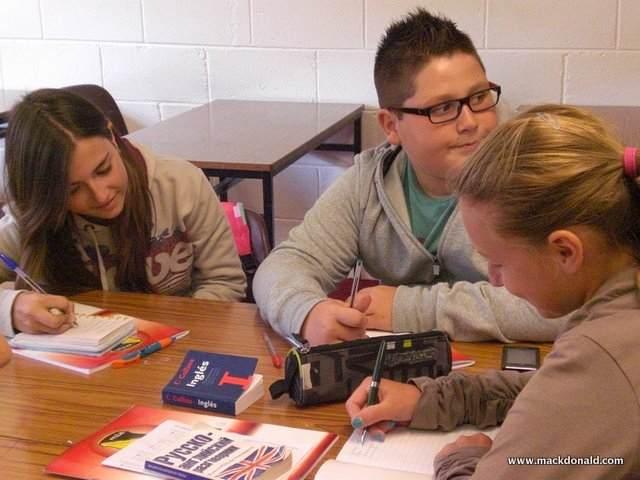 Студенты во время урока Mackdonald Language Academy, Waterford