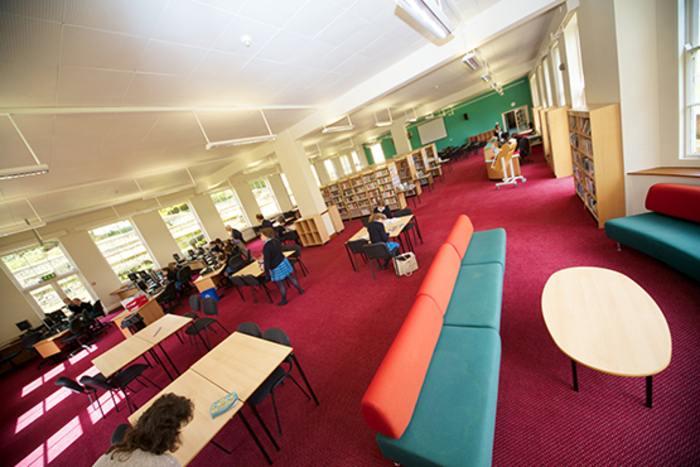 Библиотека Kings summer, Sherborne
