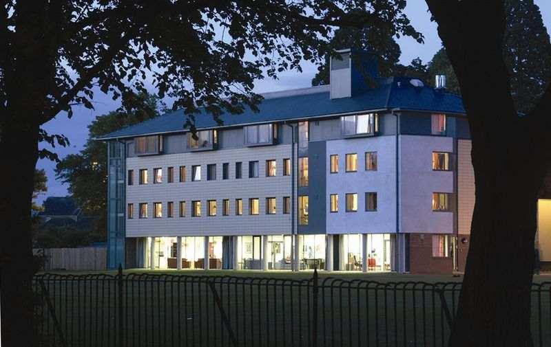 Резиденция в Churchill House, Dean Close School