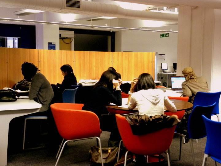 Зона для самоподготовки в University London