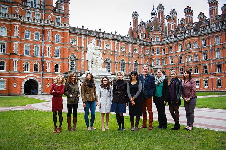 Студенты, получающие второе образование в Royal Holloway