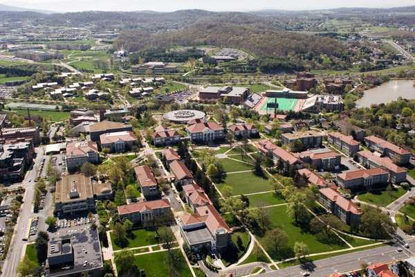 Вид сверху на кампус James Madison University