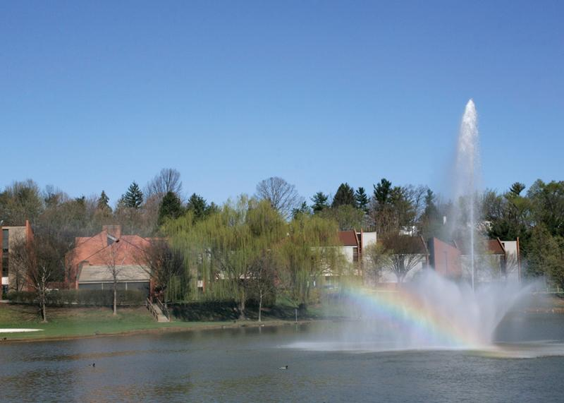 Озеро на территории кампуса James Madison University