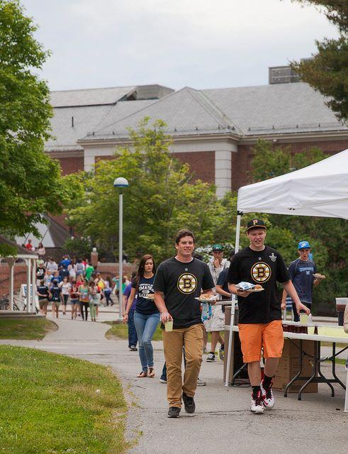 Студенты The University of Maine во время обеда