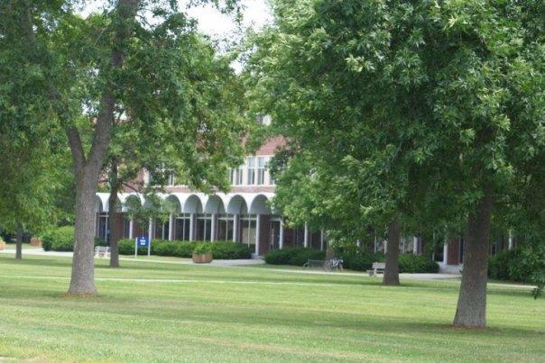 Здание для проведения лекций в The University of Maine