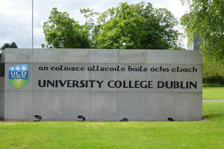 Главный вход на территорию University College Dublin