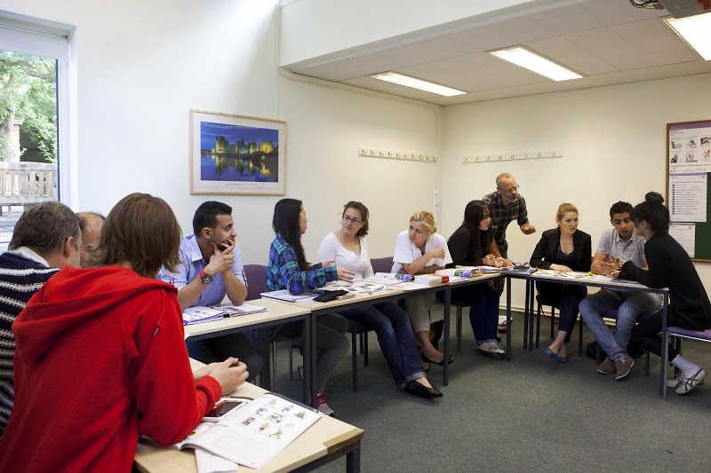 Студенты Wimbledon School of English во время урока
