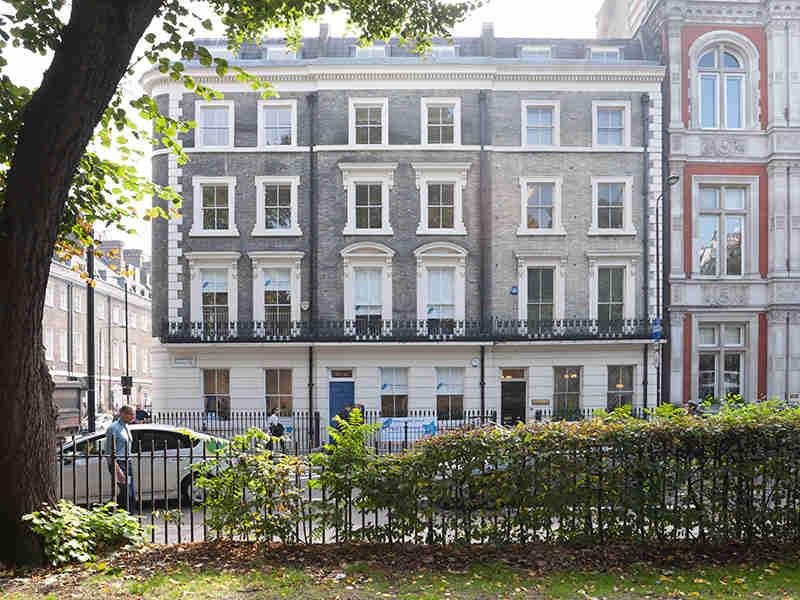 Delfin English School, London