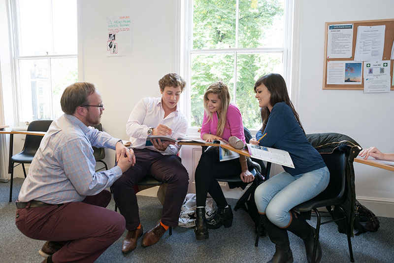 Учебный класс в Delfin English School, London
