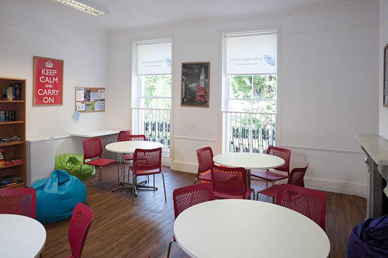 Лаунж-зона в Delfin English School, London