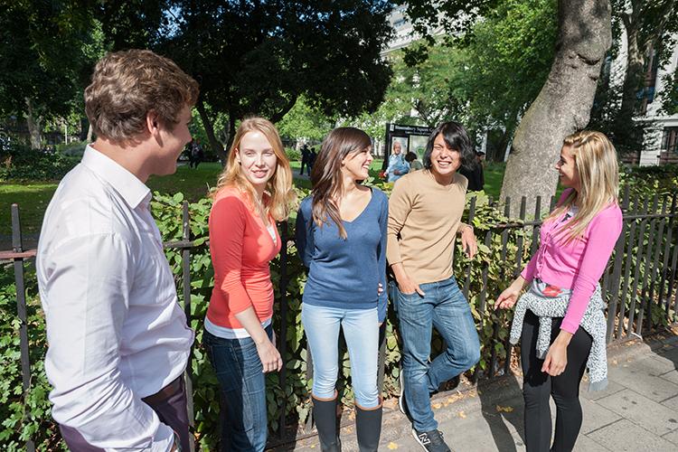 Студенты на территории Delfin English School, London