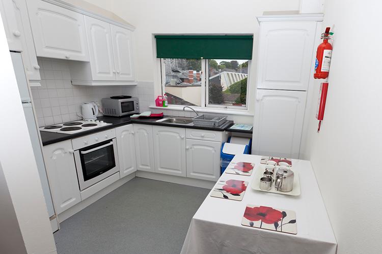 Кухня в студенческой резиденции Cork English College