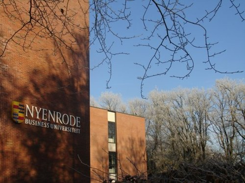 Здание Nyenrode Business University