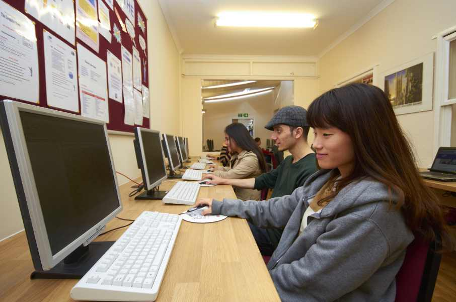 Центр самоподготовки в школе St Giles, Eastbourne