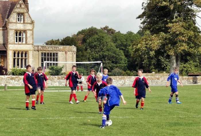 Занятия футболом в Exsportise, Clayesmore school