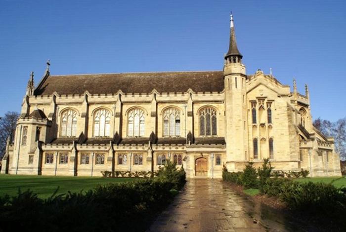 Церковь на территории школы