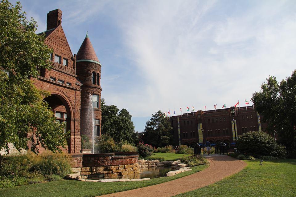 Главный вид Saint Louis University