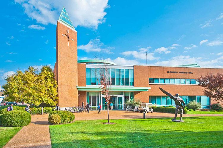 McDonnell Douglas Hall - центр студентов