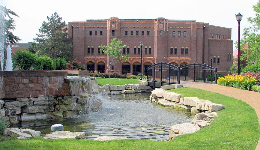 Старый спортивный корпус Saint Louis University