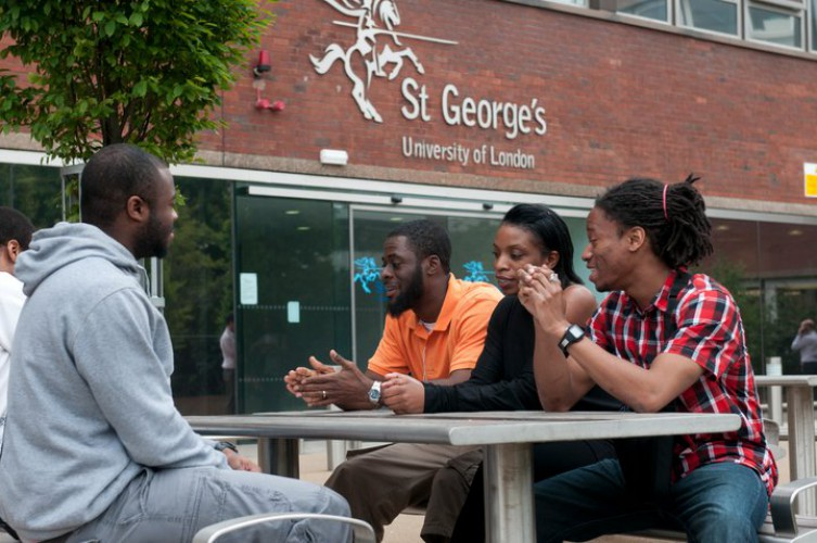 Студенты St George's University of London
