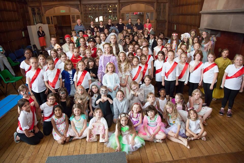 Конкурс красоты в ADCOTE School for girls