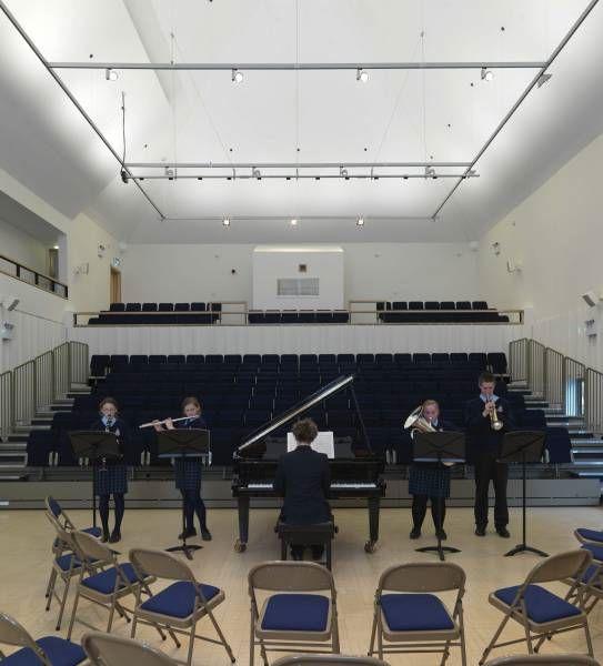 Музыкальный зал в Royal Hospital School