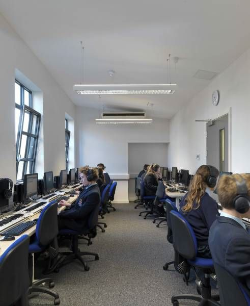 Компьютерный класс в Royal Hospital School