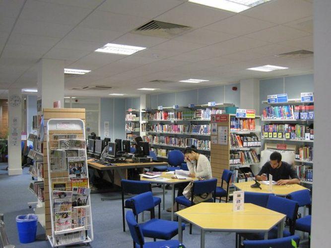 Библиотека в Manchester Metropolitan University