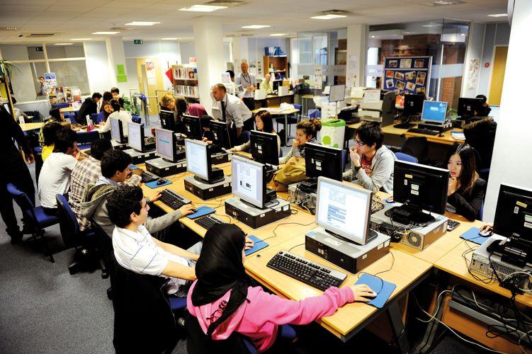 Компьбтерный класс в Manchester Metropolitan University