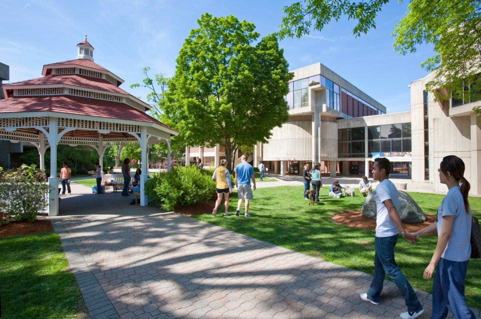 Аллея University of Massachusetts Lowell