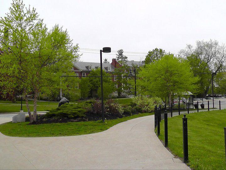 Аллея University of New Hampshire