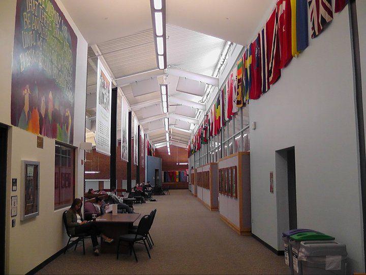 Холл University of New Hampshire