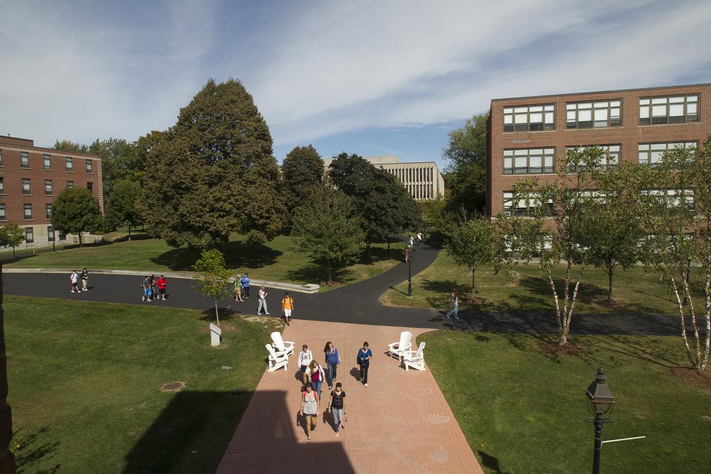Аллея Merrimack College