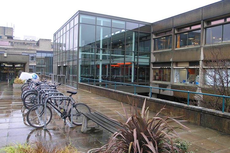 Перед входом University of East Anglia
