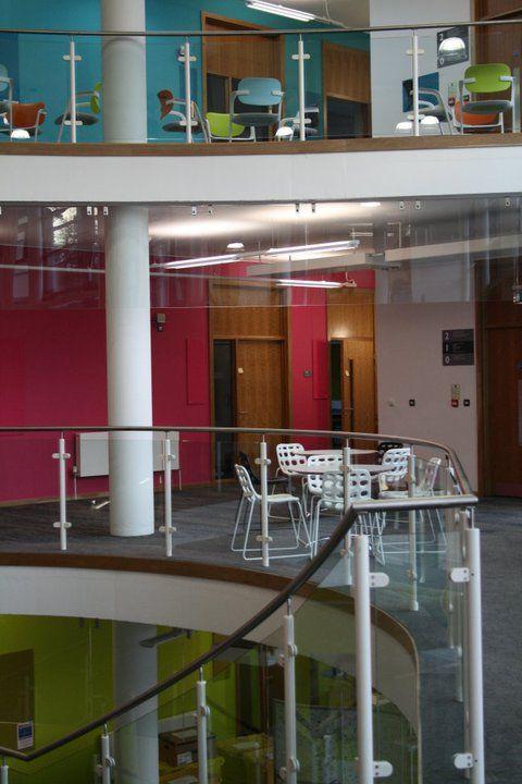 Фойе University of Exeter