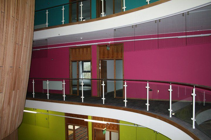 Один из этажей University of Exeter