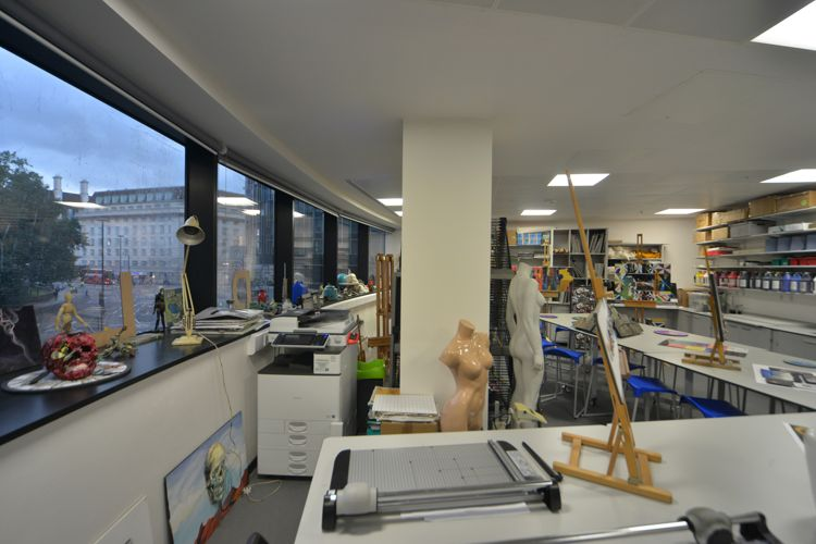 Класс изобразительных искусств в Abbey DLD college, London
