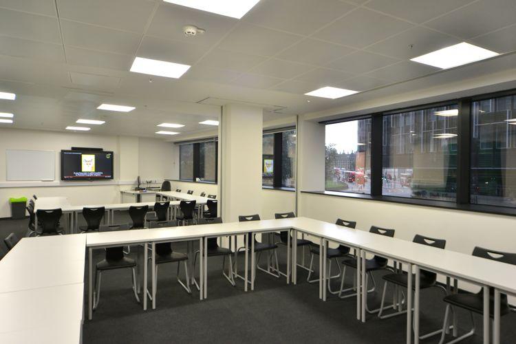 аудитория в Abbey DLD college, London