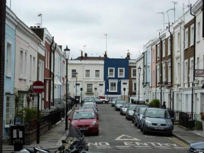 Улица, ведущая к David Game College, London