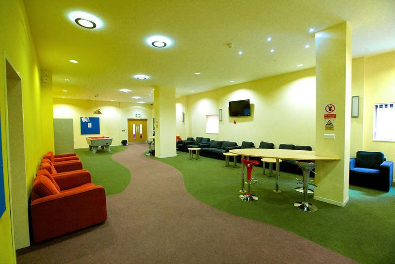 Зона отдыха студентов в Kings Colleges, Bournemouth