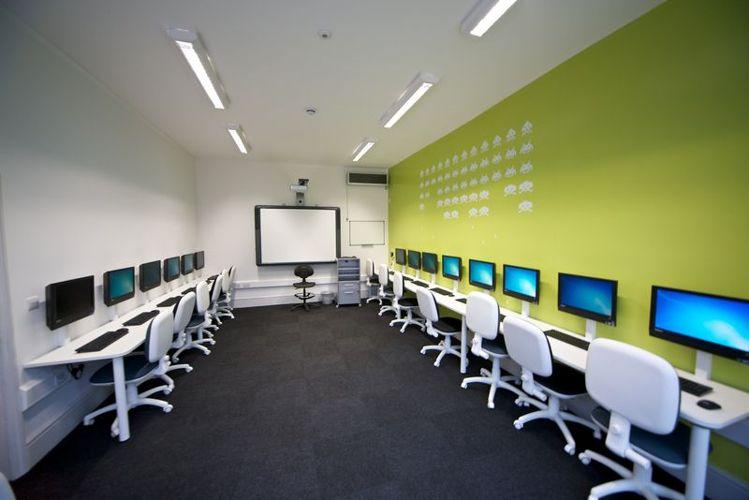 Компьюерный класс Kings Colleges, London