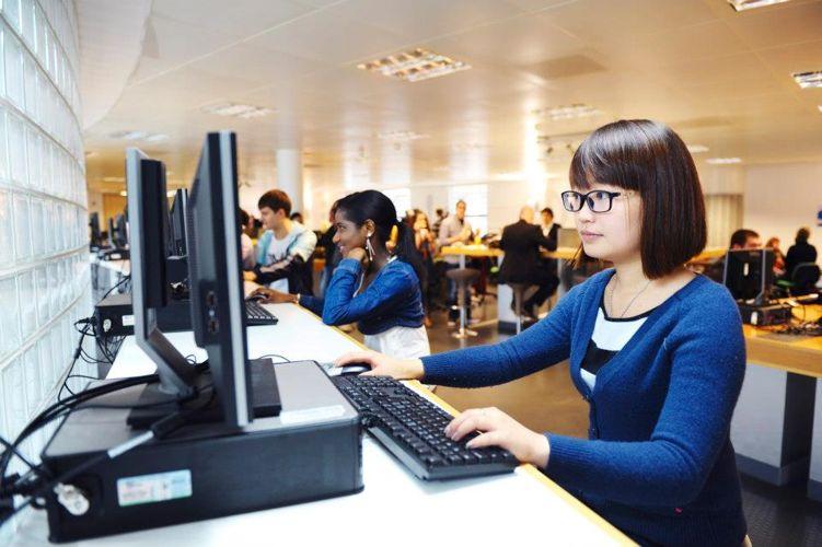 Компьютерный класс Glasgow Caledonian University