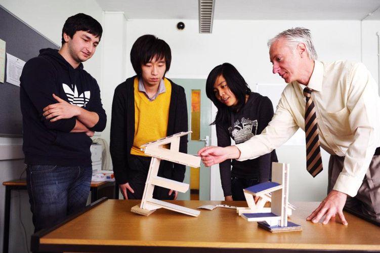 Студенты на лекции Glasgow Caledonian University