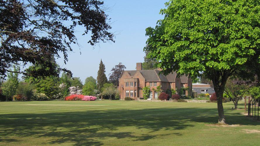 Парковая территория Bede's Summer School, Handcross