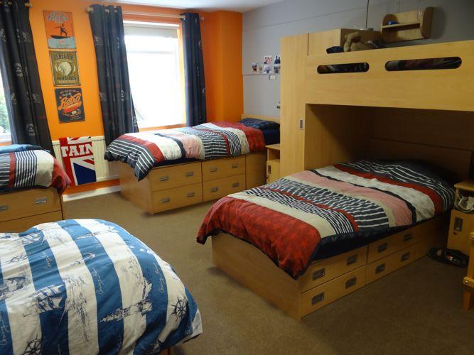 Спальня в Bede's Summer School, Handcross