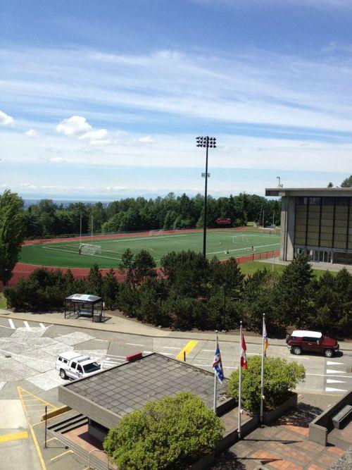 Вид на спортивное поле Fraser International College