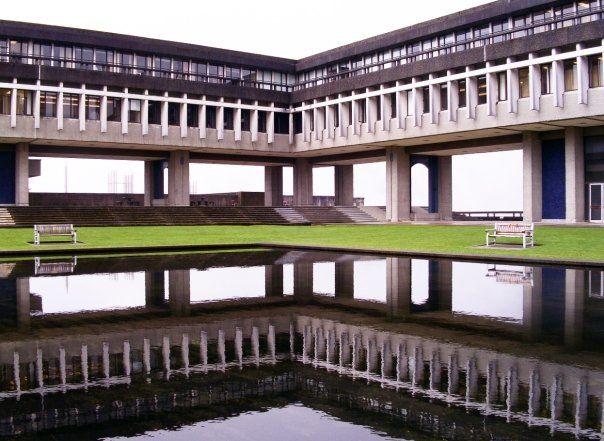 Внутренний двор Simon Fraser University
