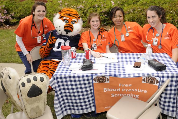 Флешмоб по измерению давления студентов-медиков Auburn University